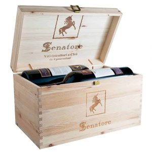 Photo wine wooden box with 4 bottles