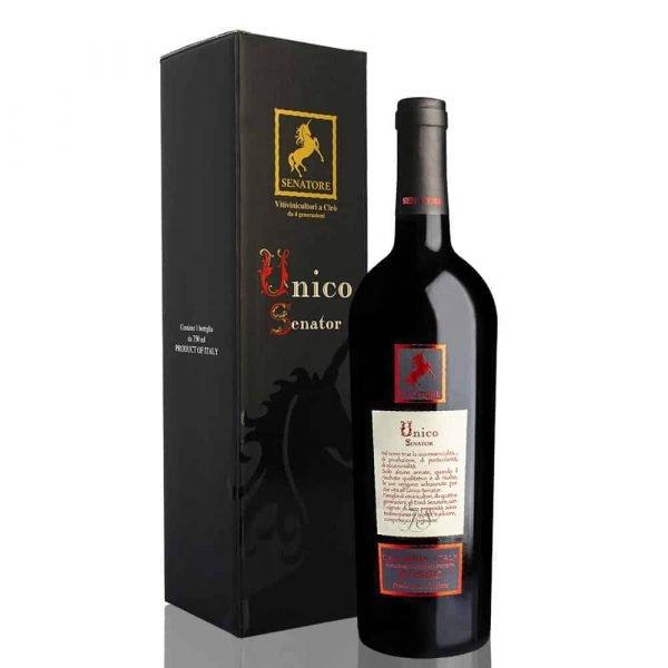 Bottle of Unico Senator in single personalized box